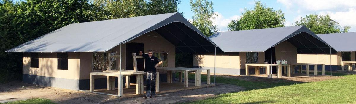 Steigerhouten meubilair voor vakantiepark