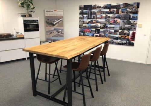 Industriele tafel met stalen frame voor kantoor