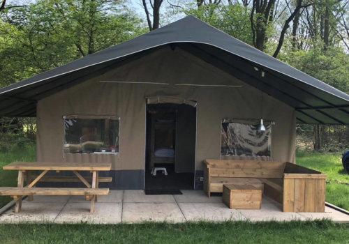 Steigerhouten inrichting glamping tenten Molecaten