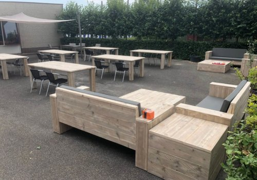 Steigerhouten meubelen voor bedrijfterras