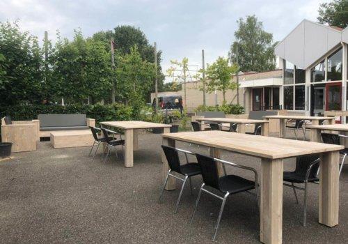 Seigerhouten tafels voor buitenterras