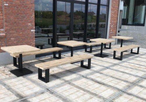 Industriele steigerhout tafels en bankjes