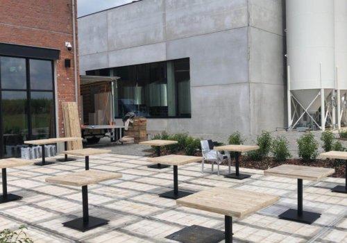 Industriele vierkante tafels in steigehout voor horeca