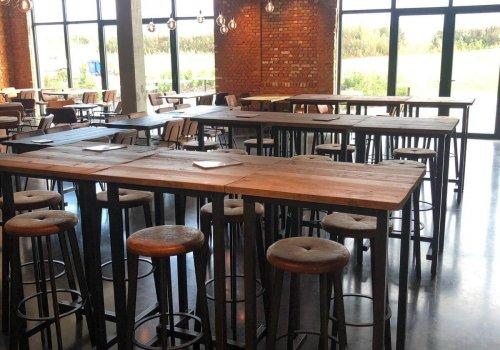 Industriele bartafels en stoelen voor horeca