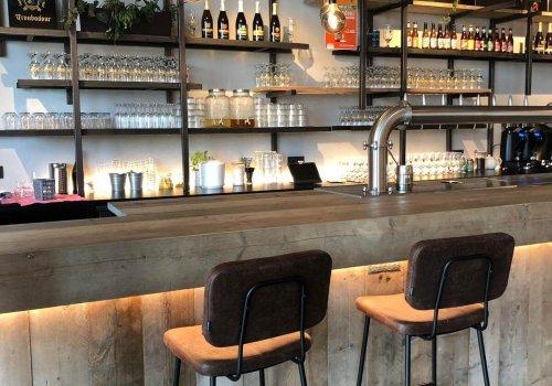 Restaurant bar in steigerhout in industriele stijl