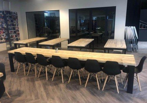 Lange Steigerhouten Vergadertafel voor zakelijke klanten