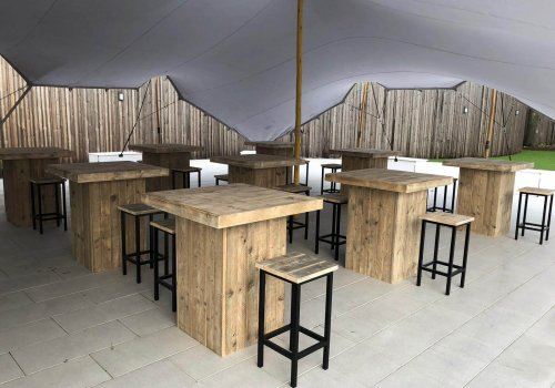 Statafels in steigerhout met industriele barkrukken