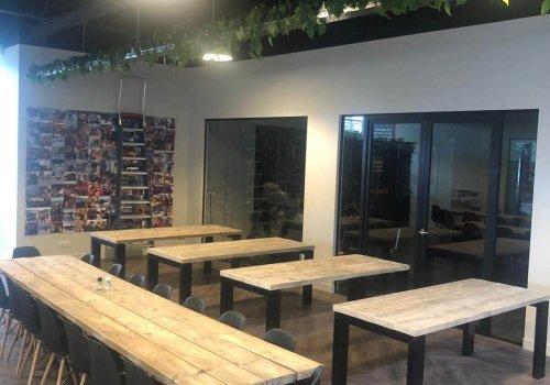 Steigerhouten industriele tafels voor bedrijf