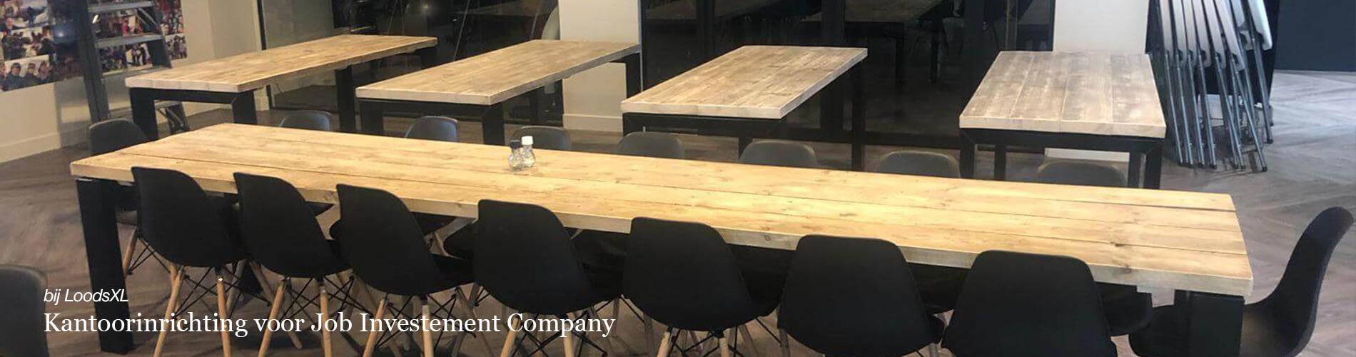 Kantoorinrichting met steigerhouten industriele tafels voor Job Investement Company bij LoodsXL