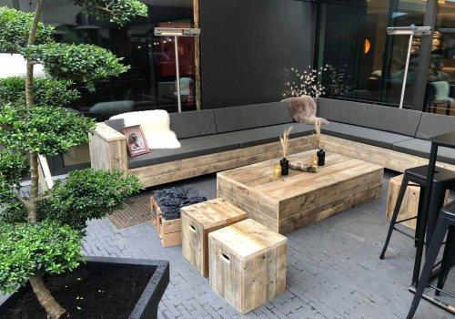 Steigerhouten meubelen voor horecaterras